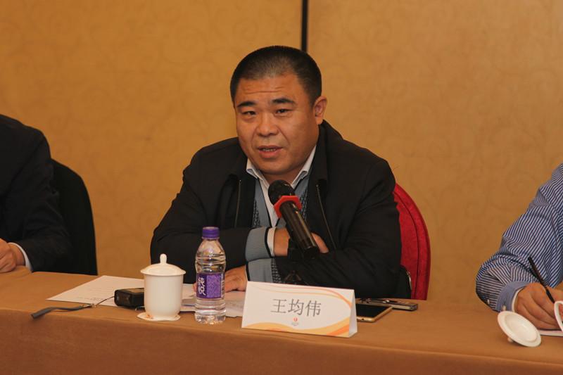中央文献研究室第二编研部主任王均伟在座谈会上发言.jpg