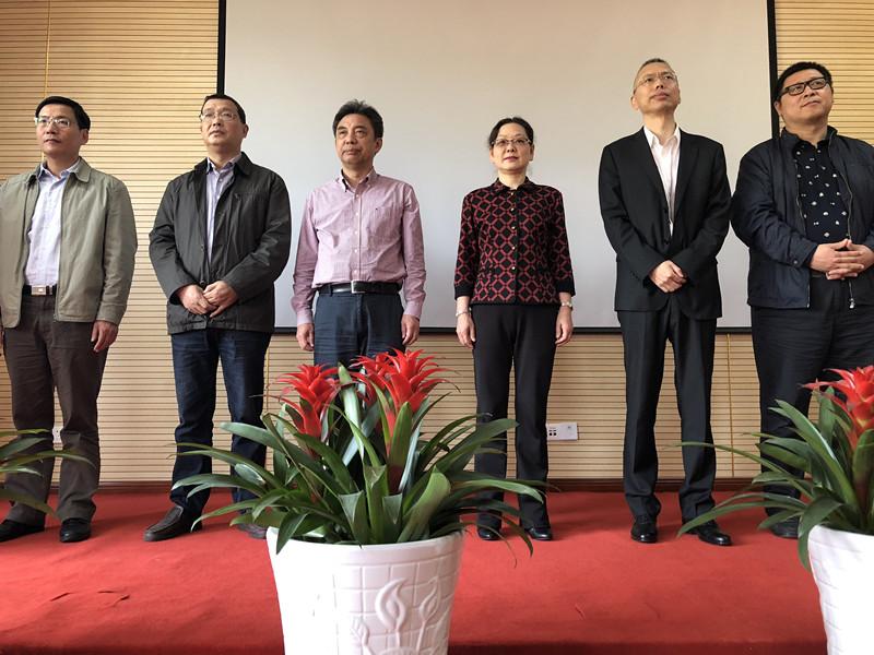 图6 市交通运输工会、市杭州湾大桥发展有限公司、宁波广电集团等领导出席献花仪式.JPG