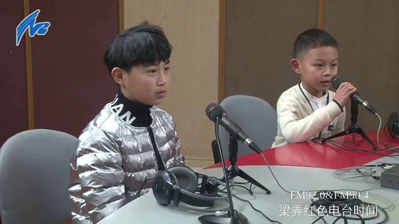 小朋友表演红歌串烧.jpg