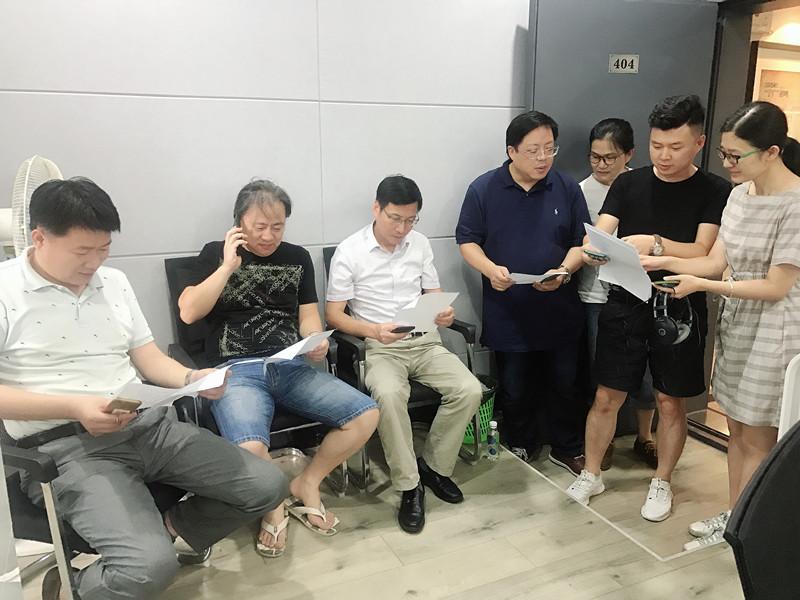 廣播各頻率工作人員討論防臺抗臺并機直播連線內容.JPG