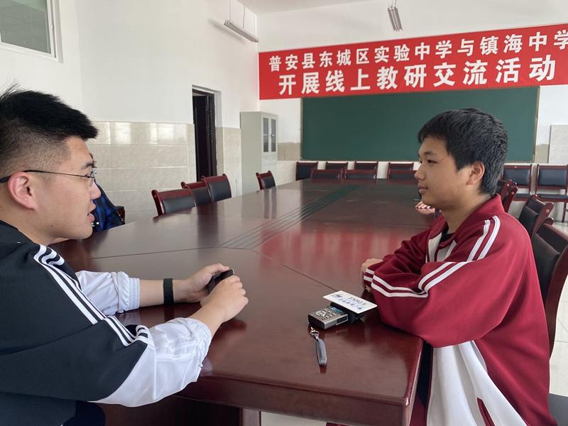 新闻广播记者李明远采访教育扶贫点.jpg